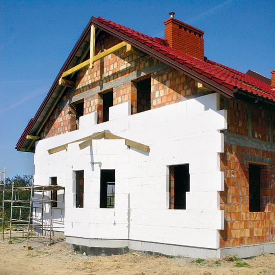 Изготовление пенопласта своими руками и его монтаж на стены дома 2