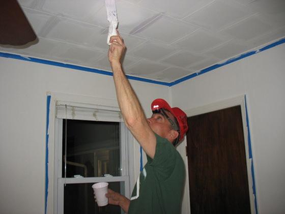 Плитка для потолка из пенопласта - правильная покраска потолочной плитки 4
